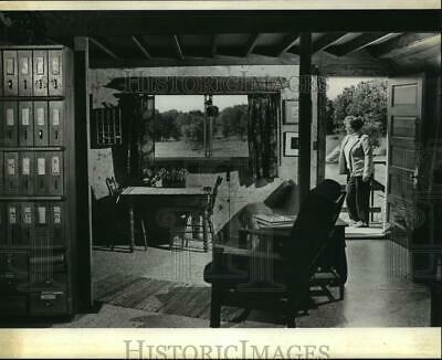 1982 Press Photo Country House Remodeled by Artist Betty Cyrus - mjp09003