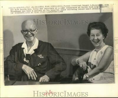 1968 Press Photo Former President Dwight Eisenhower & wife at an Army hospital