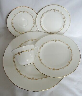 Royal Worcester GOLD CHANTILLY 5 Pc Place Setting dinner salad side saucer cup