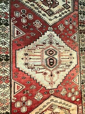 A REMARKABLE OLD  ANTIQUE HANDMADE TRADITIONAL ORIENTAL RUG (274 x 193 cm)