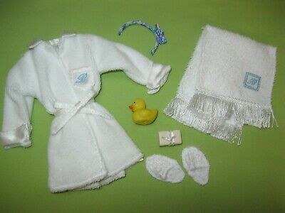 Barbie SILKSTONE Doll Fashion SPA GETAWAY Bathrobe Slippers Rubber Duck + OUTFIT