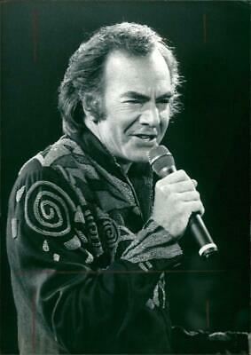 1971 Singer Songwriter NEIL DIAMOND Photo POSING IN ENGLAND June 21