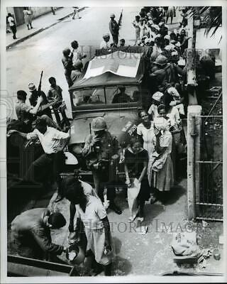 1965 Press Photo Women Receive Food Ration from US Military in Santo Domingo
