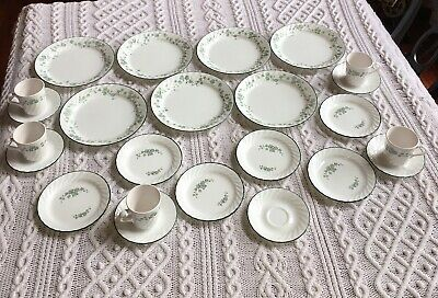 NEW CORELLE CORNING CALLAWAY 24 PC Dinnerware Green Ivy plates cups saucers