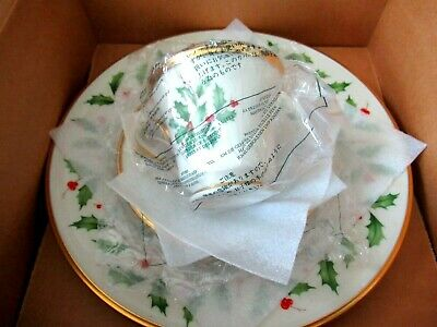Lenox HOLIDAY Holly & Berries Christmas Fine China Dinner 3 piece place setting