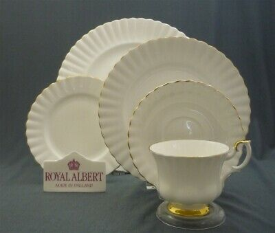 "Elegant 5 Piece Royal Albert England Bone China Val D'or Dinner Place Setting ""s"
