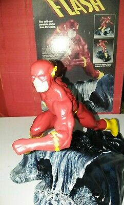 1995 Flash D.C Ceramic Limited Edition of 2870 Statues