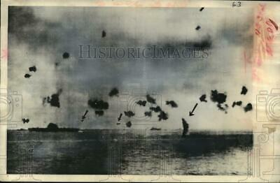 1942 Press Photo Japanese planes being hit by the United States bomb fighters