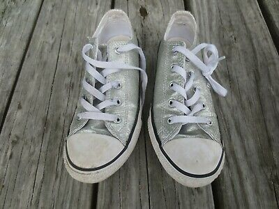 Converse All Star ~ Girls Silver Glittery Low Top Chucks Shoes ~ Size 2