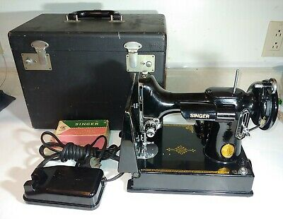 Vintage 1950 SINGER FEATHERWEIGHT 221 Sewing Machine WORKING 45750 Simanco Case