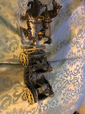 Vintage Stanley Toys Cast Iron Horse Drawn Carriage Buggy Wagon 2 passengers