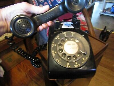 Vintage working black Bell Systems Western Electric 500 series rotary telephone.