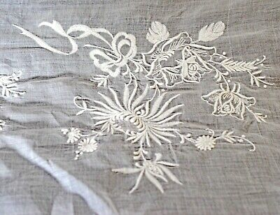 Large Vintage MADEIRA EMBROIDERED Organdy TABLECLOTH & 12 Napkins UU961