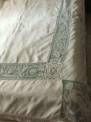 Beautiful Vintage Tablecloth With Handmade Filet Lace
