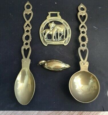 A Group Of Four Brass Items In Good Condition