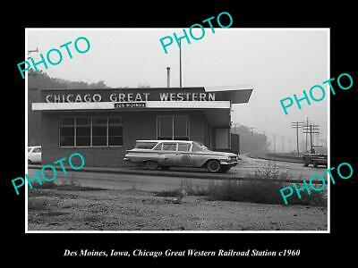 OLD LARGE HISTORIC PHOTODES MOINES IOWA, THE CGW RAILROAD STATION DEPOT c1960
