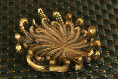 Chinese old bronze hand carved chrysanthemum statue table decoration