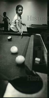 1981 Press Photo Willena Forney playing billiards at Martin Luther King Park