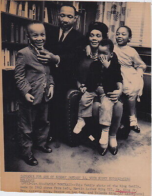 MARTIN LUTHER KING Jr. & Family  * Rare CLASSIC 1963 CIVIL RIGHTS press photo