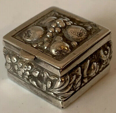 Good Quality Pretty Little Old Indian Silver Plate Pill Or Patch Box