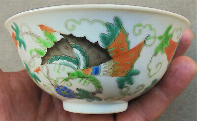 CINA (China): Old Chinese porcelain bowl with butterfly