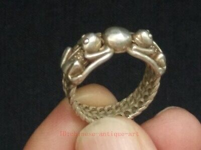 Collection Ancient China Tibet Silver Carving Lovely Frog Statue Ring Decoration