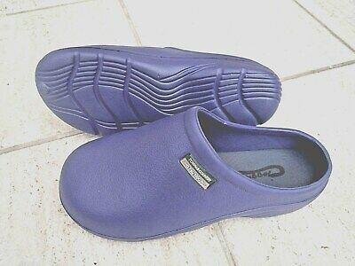 NEW Town & Country blue lightweight CLOGS--Size 5 UK adult.
