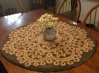 Primitive Hooked Rug Pattern On Linen ~ Grandmothers Lace