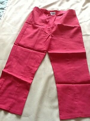 Girls Hot Pink 3/4 trousers. Size 152cm.