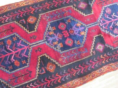 A LOVELY OLD HANDMADE TRADITIONAL ORIENTAL RUG (180 x 90 cm)