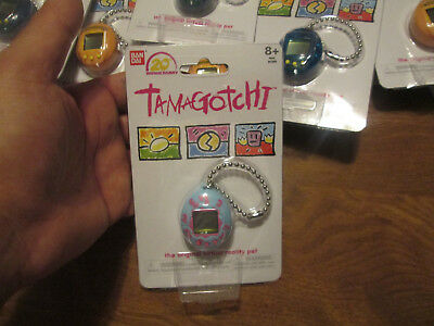 TAMAGOTCHI 20th ANNIVERSARY THE ORIGINAL VIRTUAL REALITY PET KEYCHAIN BLUE PINK