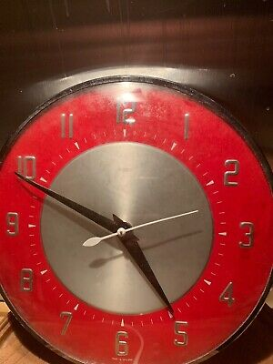VINTAGE RETRO METAMEC ELECTRIC WALL CLOCK 1950's /60's Retro Red Faced. Working.