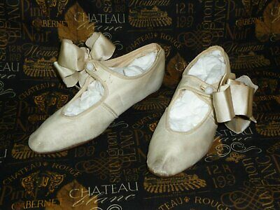 Unique Antique Edwardian Young girls MARY JANE Shoes Vintage White Leather-Silk