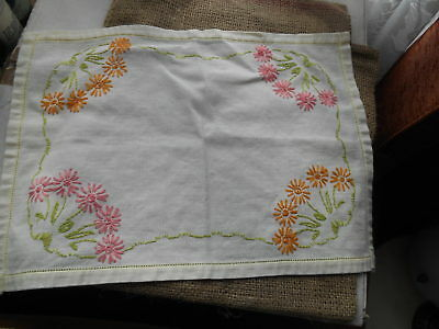 """Vintage Retro Circa 1950S 60S Small 17"""" X 12"""" Hand Floral Embroidered Tray Cloth"""