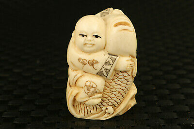 chinese rare old yak horn hand carved favorite statue snuff fish table decorate