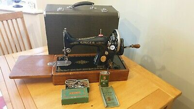 SINGER SEWING MACHINE.SINGER HAND CRANK SEWING MACHINE 99K + ACCESSORIES in case