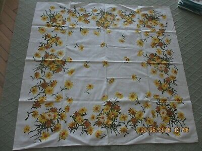 """Luther Travis Mid-Century Tablecloth Daisy Floral 49"""" X 51"""" Looks Unused"""
