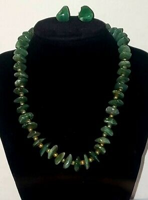 Beautiful Vintage Jade Colored Stone Necklace Gold Color Metal Spacers