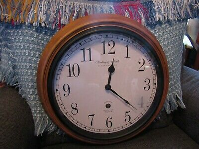 Very nice working Sterling & Noble Clock Co. Mfg. No. 9 quartz wall clock.
