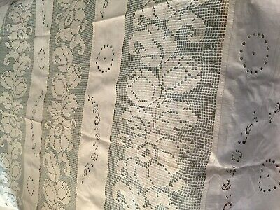 Beautiful Vintage Linen Coverlet With Handmade Lace