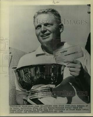 1966 Press Photo Phil Rodgers displays winnings from Buick Open Golf Tournament.