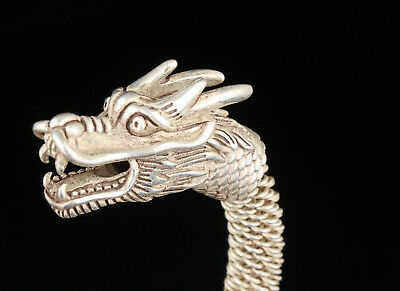 China Collectible Handwork Carving Tibetan Silver Dragon Statue Bracelet