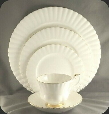 Royal Albert Val D'or 5 Piece Place Setting (two available)