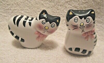 Adorable Ceramic Black White Cat Salt Pepper Shaker Set Mint