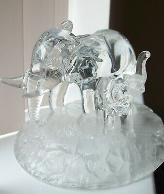 Good Cristal D'Arque Lead Crystal Figurine of an  Elephant  with her Calf