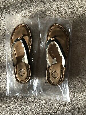 UGG Women's Brown Black Leather Hamoa Shearling  Button Thong Sandals Size 7