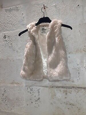 GIRLS YOUNG DIMENSIONS Faux fur coat size 3-4 Years Sleeveless Cream Colour