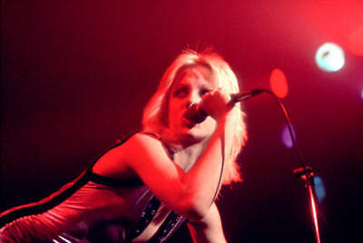 OLD MUSIC PHOTO 1977 Singer Cherie Currie Of The Runaways Performs Onstage 2