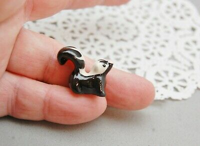 "Hagen Renaker Baby Skunk Retired Miniature Ceramic Animal Mini 1""x 1/2""x 3/4"""