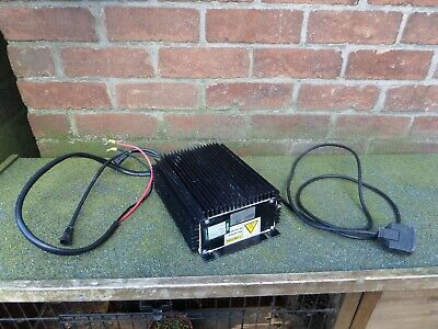 SPE Elettronica Industriale HF2-UI 24V 25A BATTERY CHARGER